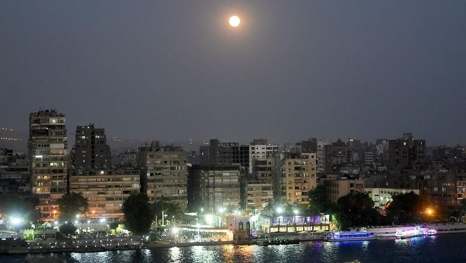 L'eclissi lunare nel cielo della capitale egiziana, il Cairo ©AFP/LaPresse