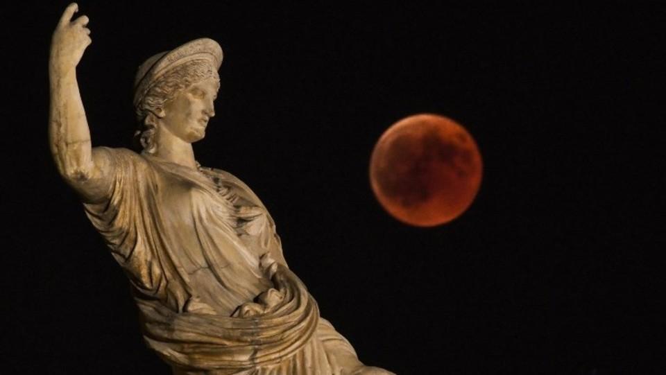L'eclissi ad Atene, in Grecia ©