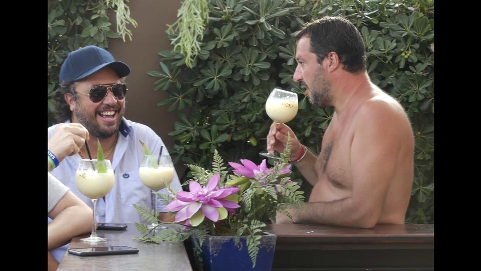 Matteo Salvini in vacanza con il figlio a Milano Marittima ©Carlo Morgagni