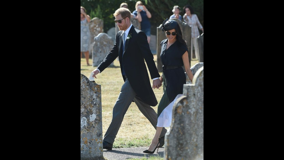 Il Princide Harry e Meghan ospiti al matrimonio di Charlie van Straubenzee ©Backgrid Uk/LaPresse