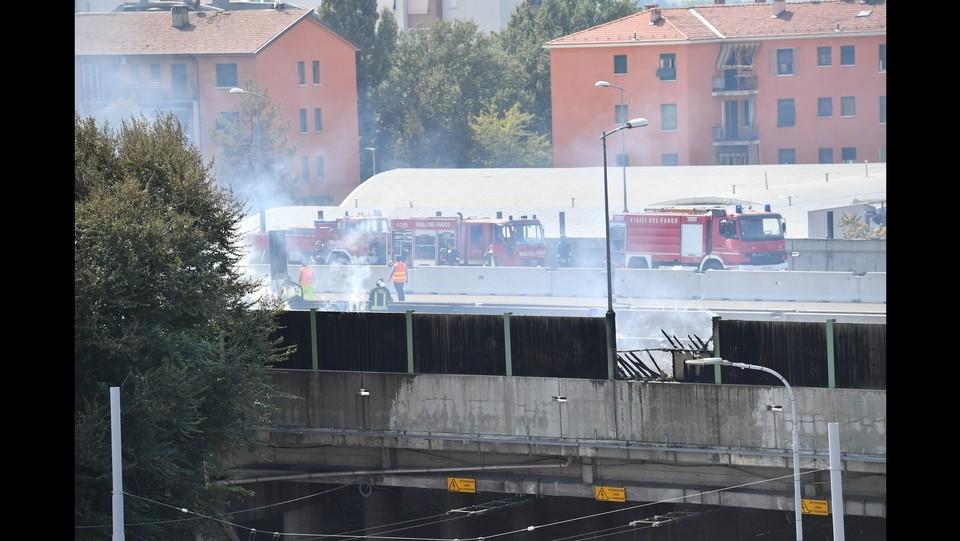 Bologna, maxi incendio a Borgo Panigale ©Massimo Paolone/LaPresse