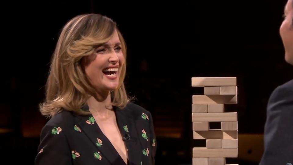 Rose Byrne sfida al gioco Jimmy Fallon nel programma televisivo The Tonight Show ©Backgrid/LaPresse