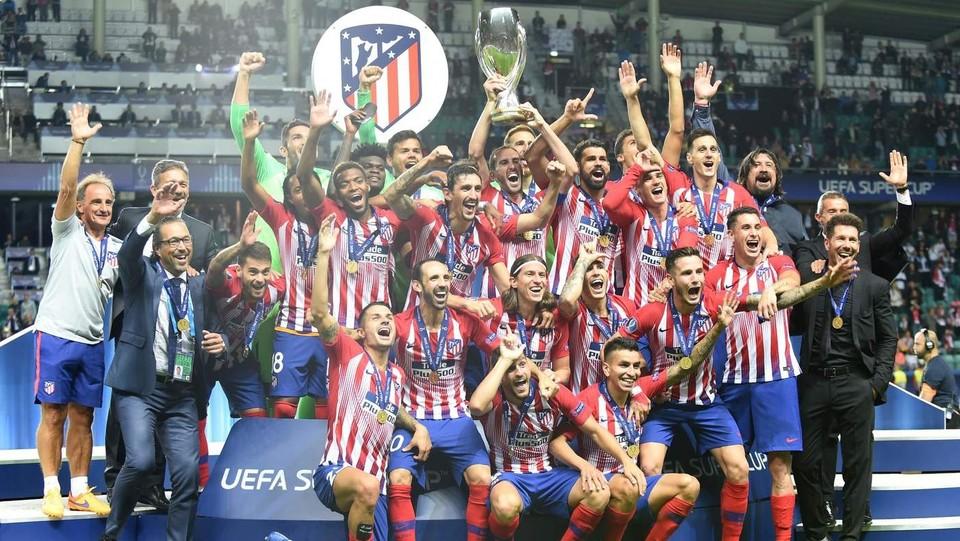L'Atletico Madrid sul podio dei vincitori ©AFP/LaPresse