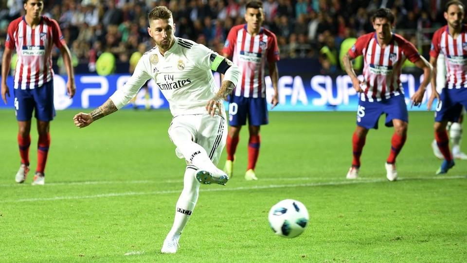Il rigore di Sergio Ramos: è il provvisorio 2-1 per il Real ©AFP/LaPresse