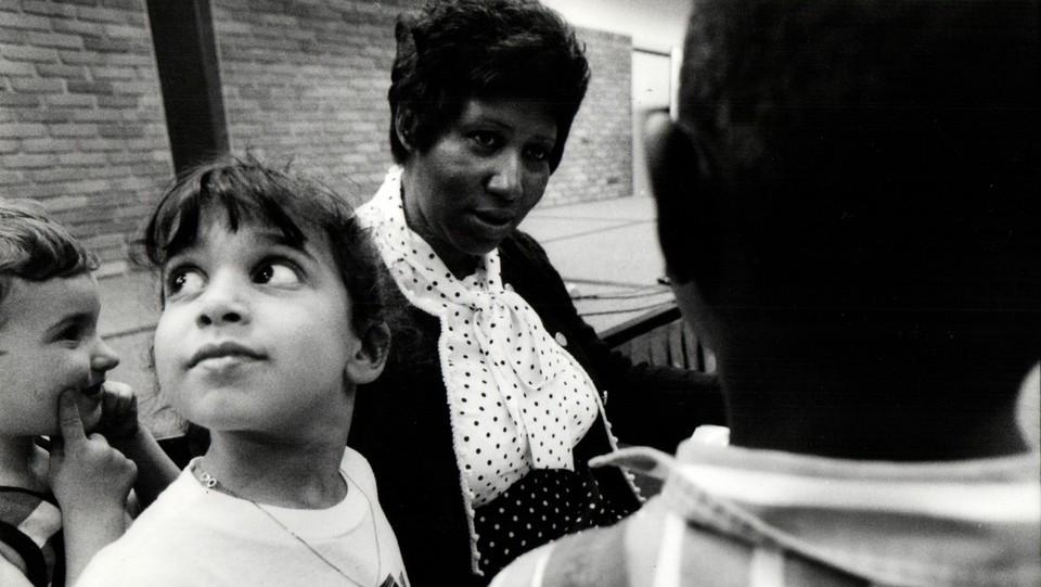 Aretha Franklin incontra i fan nell'aprile 1990 ©Sipa USA