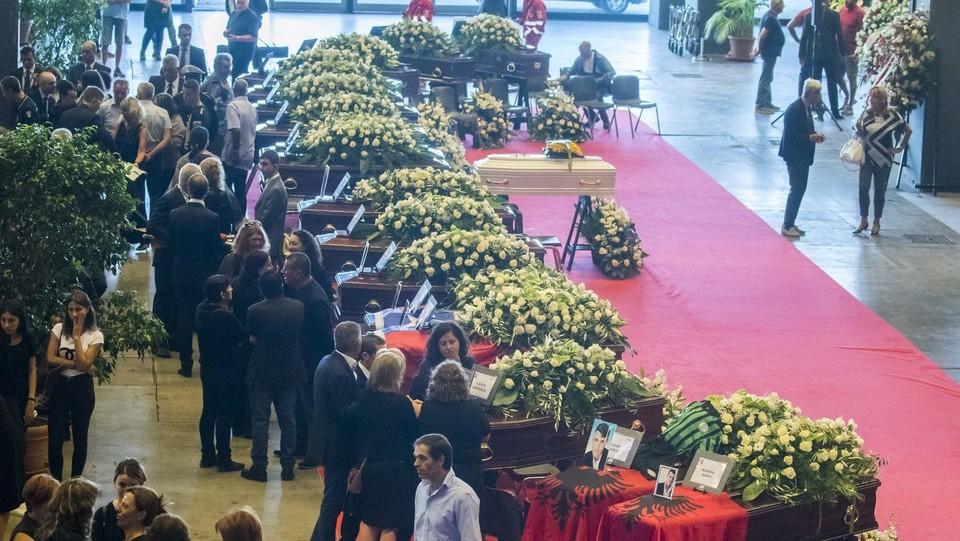 Crollo ponte Genova, i funerali solenni per le vittime: le bare all'interno della Fiera ©Mauro Ujetto/LaPresse