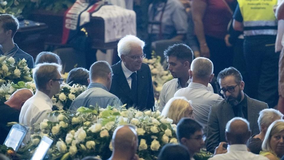 Il presidente della Repubblica, Sergio Mattarella, conforta i familiari delle vittime ©Mauro Ujetto/LaPresse