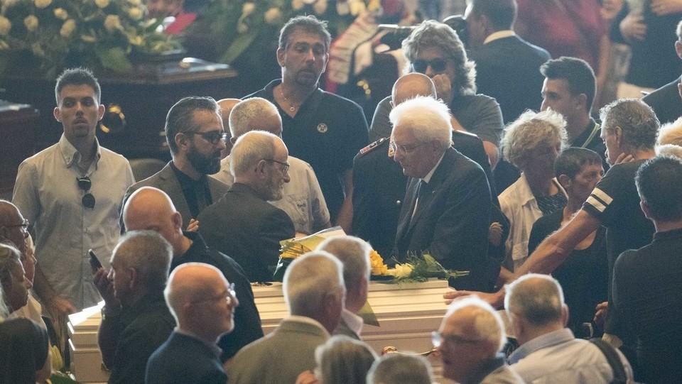 Mattarella con i familiari delle vittime ©Mauro Ujetto/LaPresse