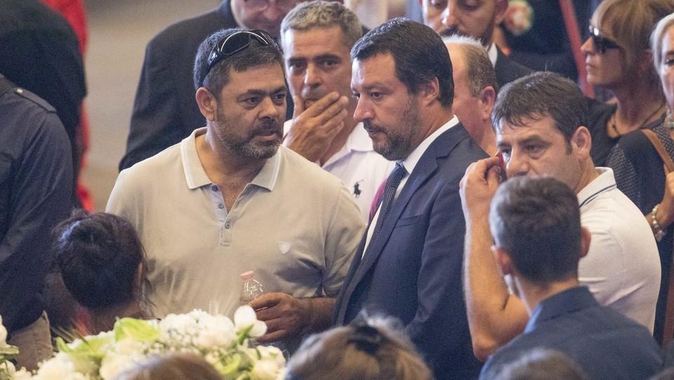 Salvini conforta i parenti delle vittime ©Mauro Ujetto/LaPresse