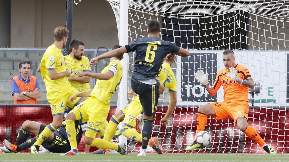 Il primo gol bianconero non è firmato da Cr7 ma da Khedira, su passaggio di Chiellini. Juve in vantaggio 0-1 ©Paola Garbuio/LaPresse