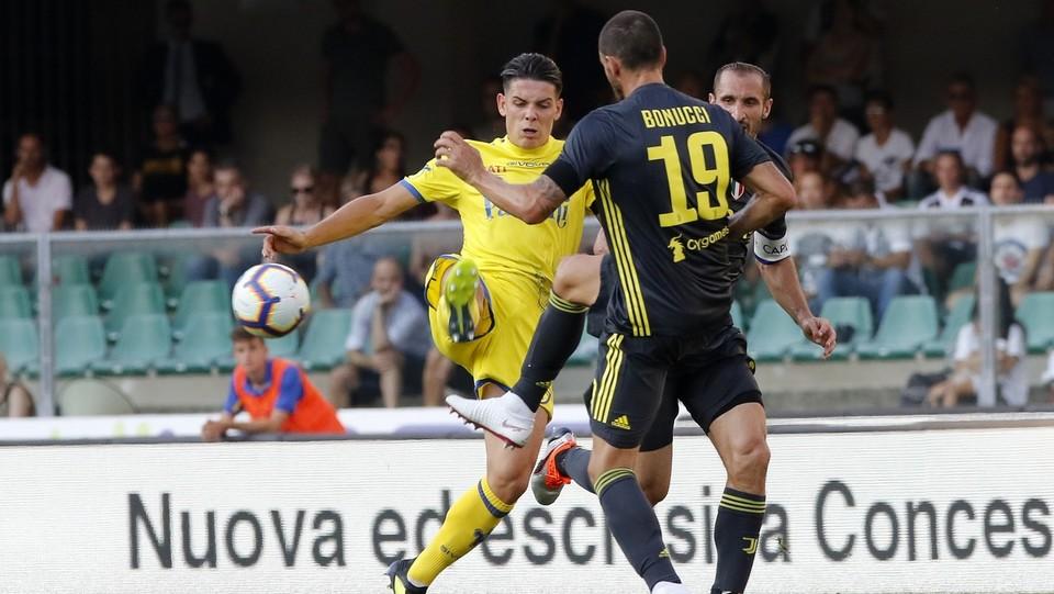 Pareggia il Chievo con un gol di Stepinski. Colpo di testa su cross di Giaccherini. Difesa della Juve immobile 1-1 ©Paola Garbuio/LaPresse
