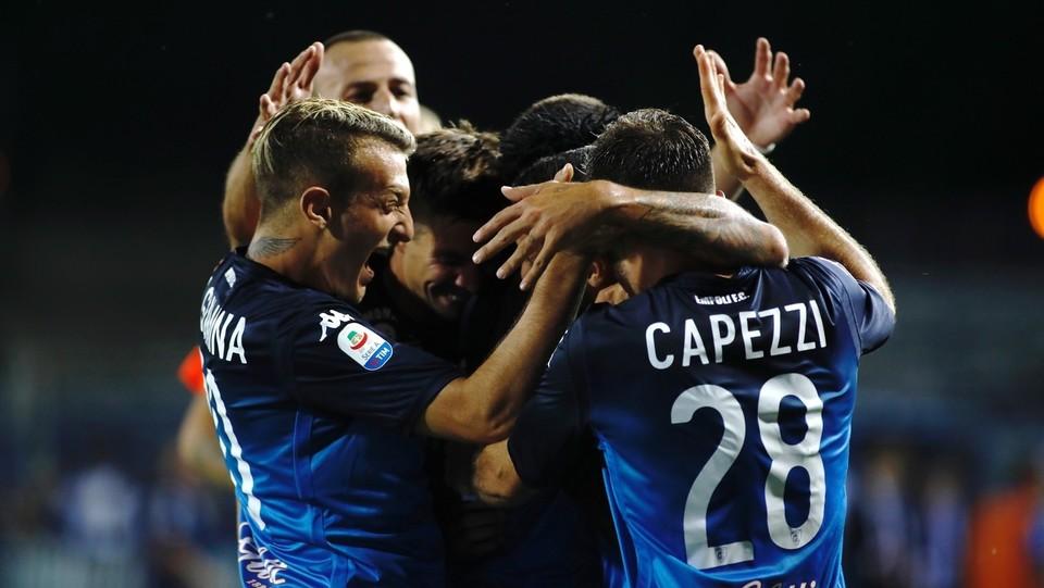 I compagni festeggiano il 2-0 ©Marco Bucco/LaPresse