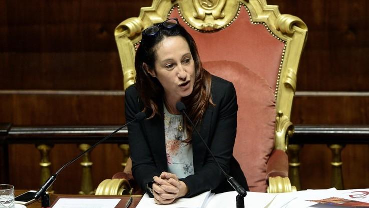 """Taverna e il giallo del 'vaffa'. Pd e FI: """"Non presieda Senato"""", FdI la difende"""