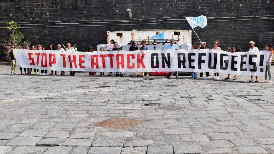 """""""Stop the attack on refugees"""" ©Andrea Di Grazia/Lapresse"""