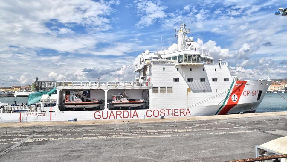 La nave Diciotti è al porto, ma non ha l'autorizzazione per far scendere i migranti ©Andrea Di Grazia/Lapresse