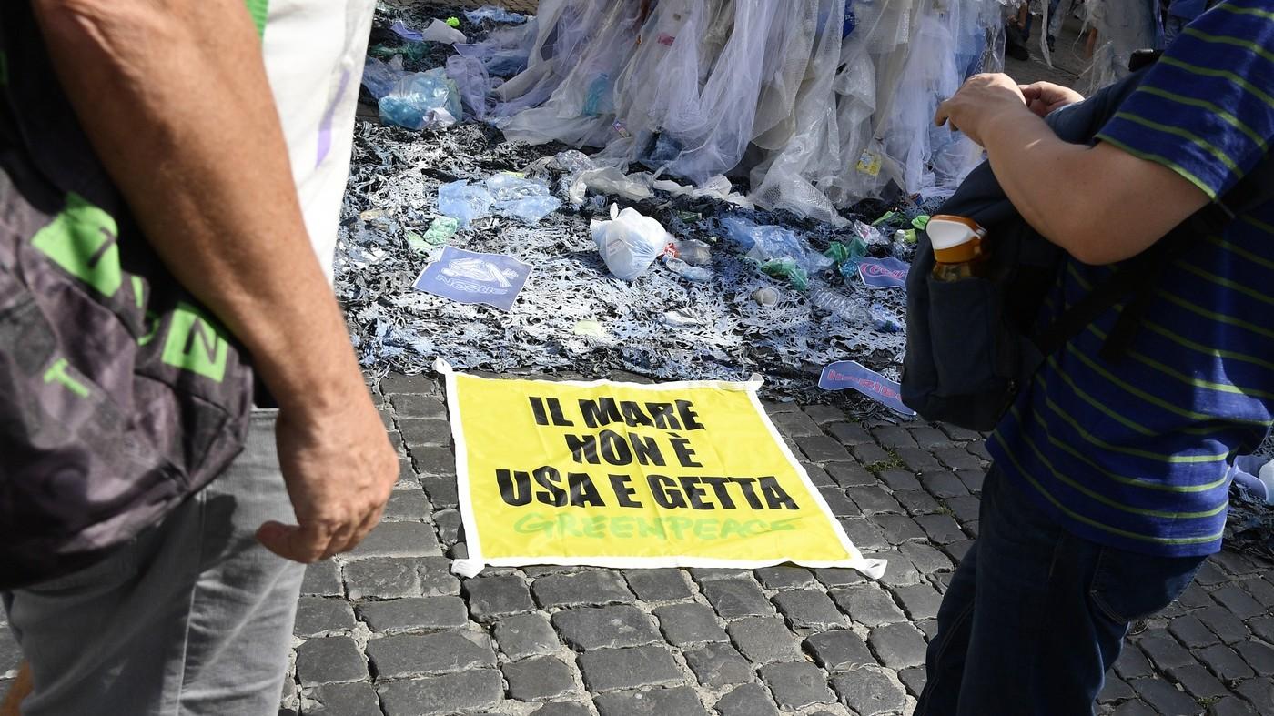 """""""Mediterraneo plastic free"""". Parte la petizione del Wwf"""