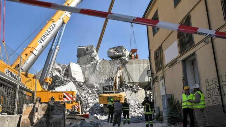 """Genova, revoca della concessione ad Autostrade. Salvini: """"Prima i soldi, poi parliamo"""". Di Maio: """"No, acceleriamo"""""""