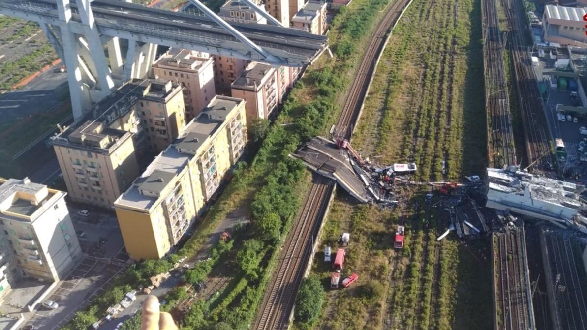 Genova, trovati tre corpi e un disperso. Un ferito non ce l'ha fatta: 43 morti