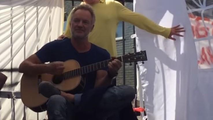 Firenze, Sting al presidio degli operai Bekaert: concerto a sorpresa coi lavoratori | Video