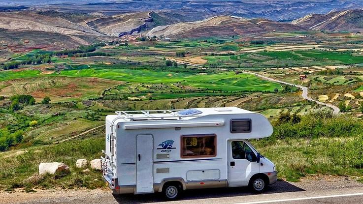 Boom vacanze in camper e caravan: alla scoperta dei borghi anti-afa