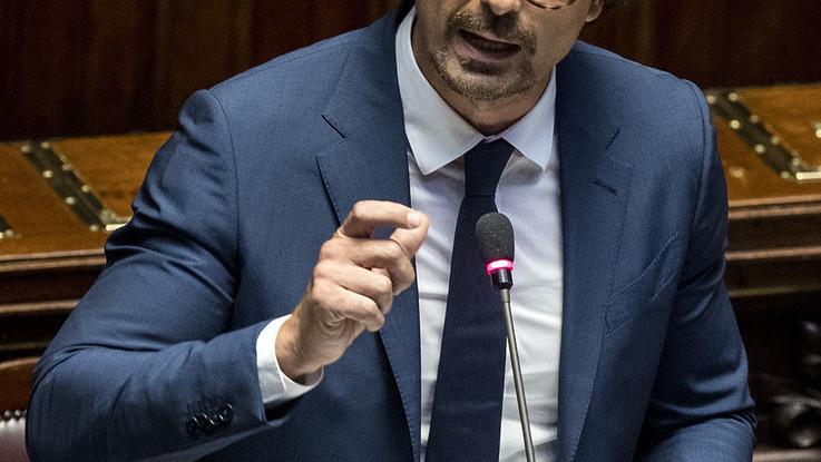 Genova, polemica Pd-Toninelli. Presto 'decreto urgenze' per sfollati