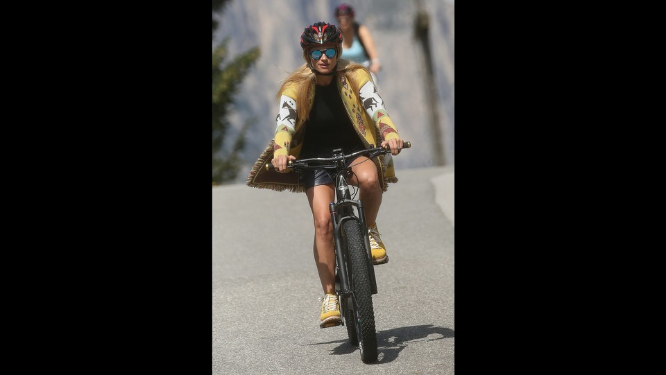 Michelle Hunziker atletica in mountain bike ©photopress