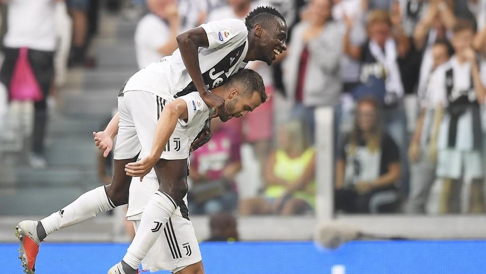 Matuidi e Pjanic festeggiano dopo il gol ©Fabio Ferrari/LaPresse