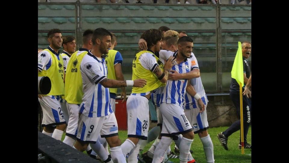 Cremonese-Pescara 1-1 - Il Pescara esulta per il pari in extremis ©Raffaele Rastelli/LaPresse