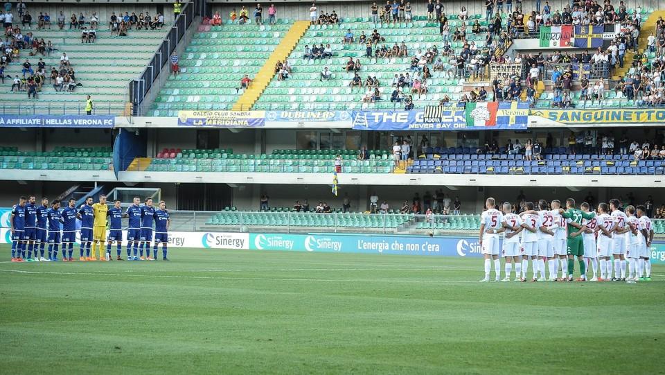 Verona-Padova 1-1 - Il minuto di silenzio per le vittime di Genova ©Claudio Martinelli/LaPresse