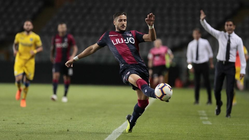 Falcinelli cerca di agganciare il pallone ©Ivan Benedetto/LaPresse