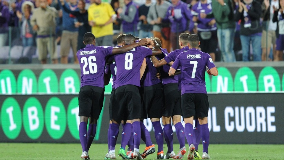 Milenkovic festeggia l'1-0 con i compagni ©Jennifer Lorenzini/LaPresse