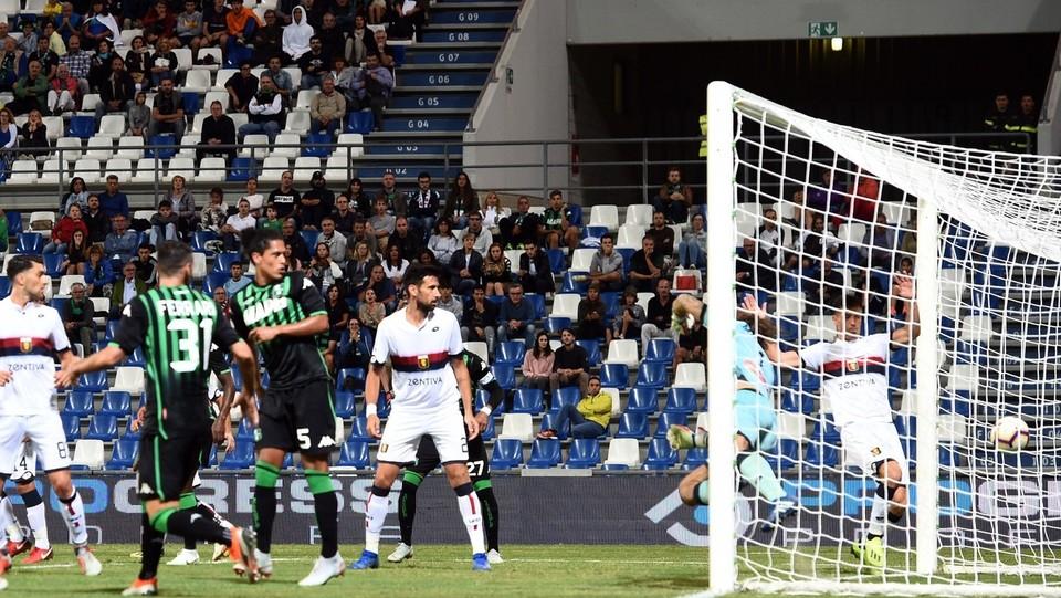 Ferrari segna il gol del 5-1 per il Sassuolo ©Massimo Paolone/LaPresse