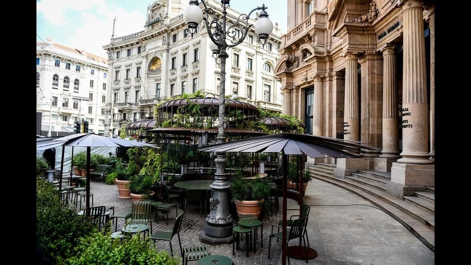 Ultimi ritocchi prima dell'inaugurazione del primo Starbucks in Italia ©Claudio Furlan/LaPresse