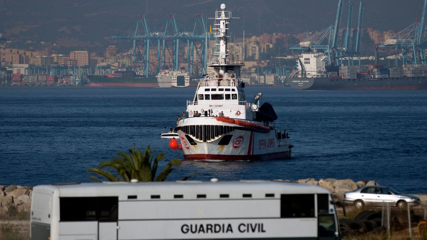 """Open Arms lascia il Mediterraneo centrale: """"Ong criminalizzate"""""""
