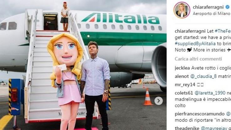 Il clan Ferragnez invade Noto: l'aereo personalizzato scatena polemiche