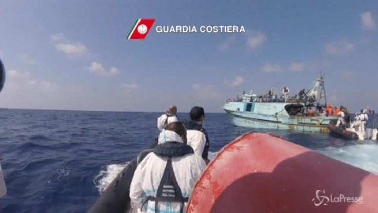 Redistribuiti in Europa 450 migranti sbarcati a Pozzallo