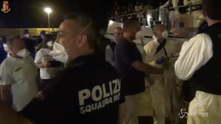 Migranti, arrestati a Ragusa gli 11 scafisti del barcone