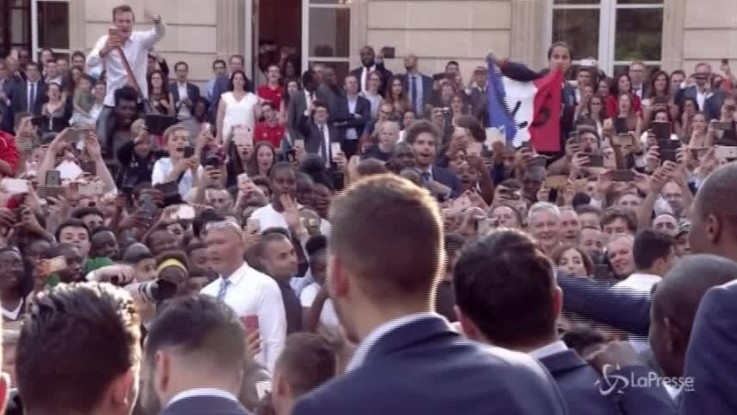 Parigi, festa all'Eliseo per i campioni del Mondo