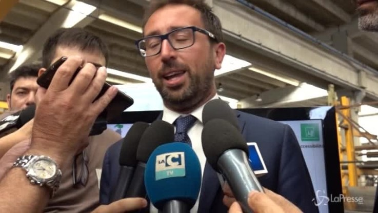 """Bonafede a Gioia Tauro: """"Gli imprenditori non devono trasformarsi in eroi"""""""