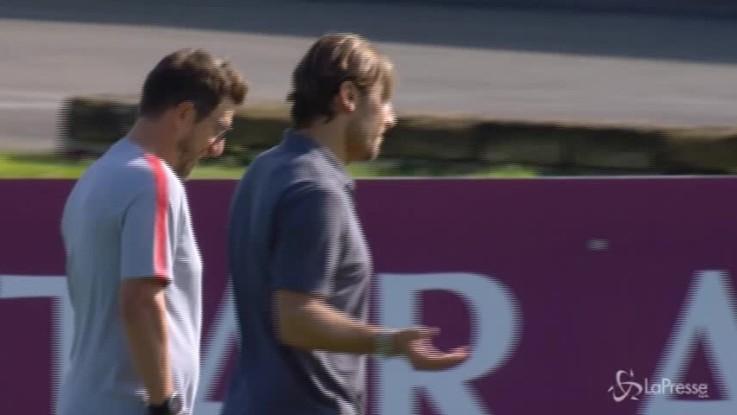 Roma, allenamento a Trigoria sotto lo sguardo di Totti