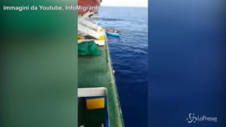 Migranti, da 9 giorni in mare: i 40 profughi bloccati tra Italia e Tunisia