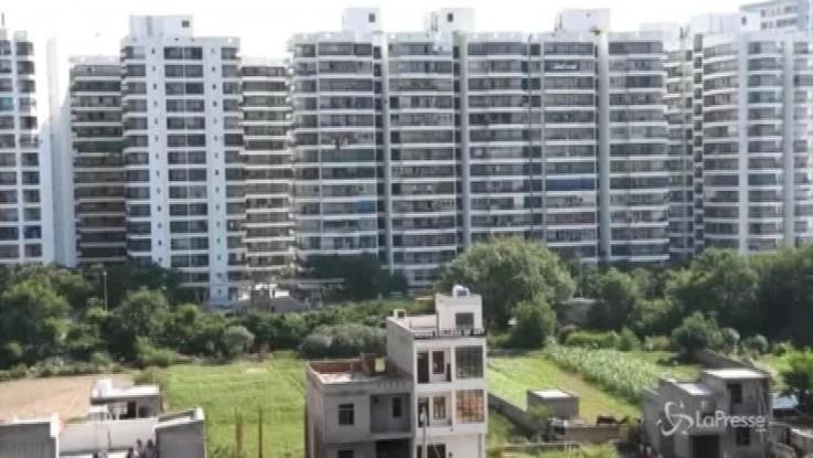 India, crolla un palazzo: almeno tre morti