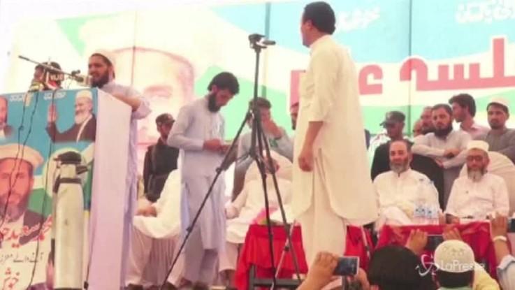 Pakistan, crolla il palco durante comizio elettorale del partito Jamiat-e-Islami