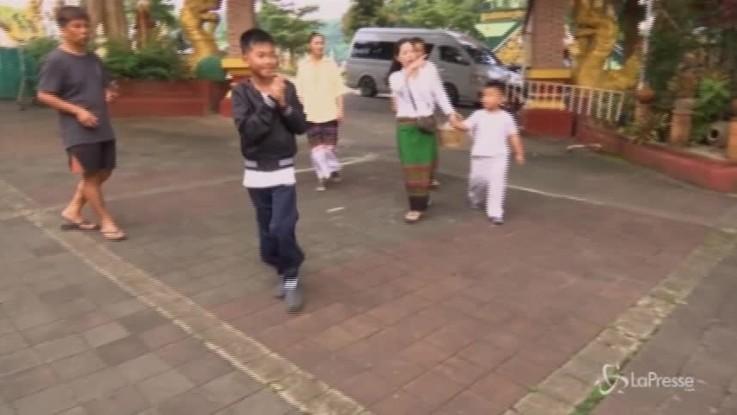 Thailandia, giorno di preghiere al tempio per i 12 ragazzini salvati dalla grotta