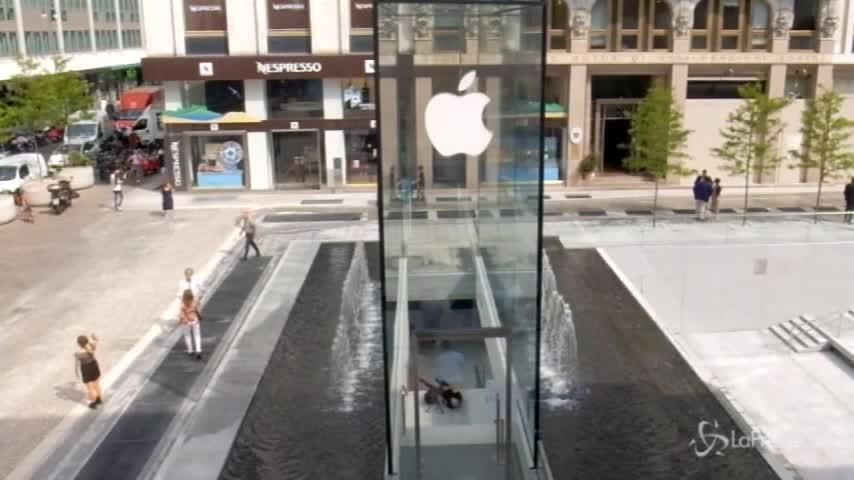 Ecco com'è l'Apple Store di Milano firmato da Norman Foster