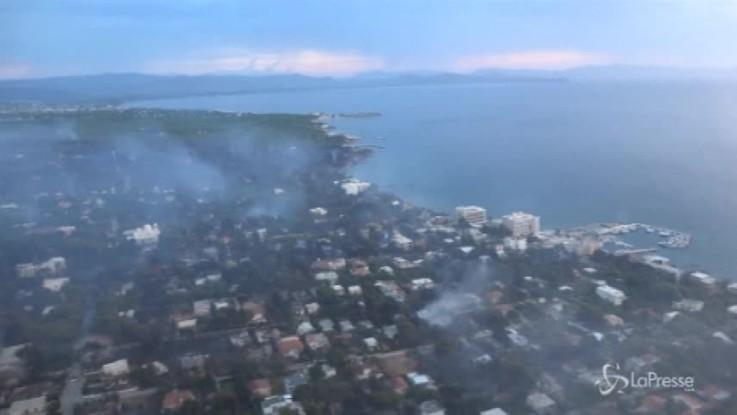 Emergenza incendi in Grecia: si temono oltre 100 morti