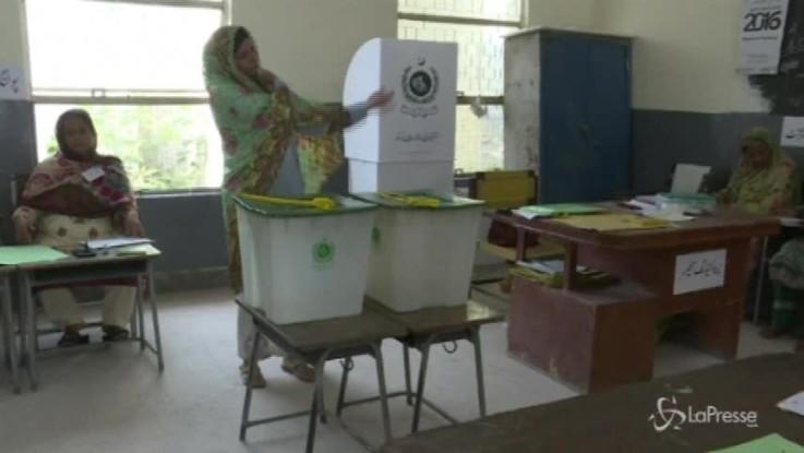 Pakistan, urne aperte per eleggere il nuovo governo