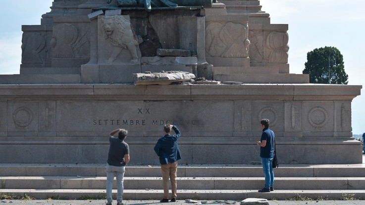 roma crollo statua garibaldi gianicolo emergenza