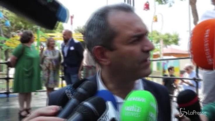 """Napoli, riapre De Magistris: """"Con amore e follia niente è impossibile"""""""