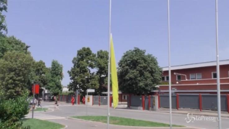 Ferrari, bandiere a mezz'asta a Maranello